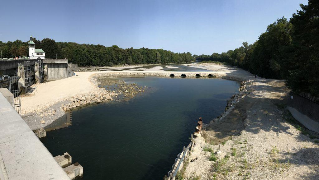 Blick auf den Damm als Baustellenzufahrt am Hochablass